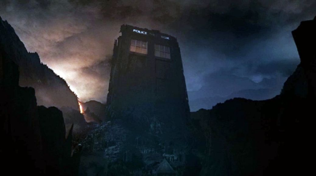 doctor-who-7-13-the-name-of-the-doctor-giant-tardis-1