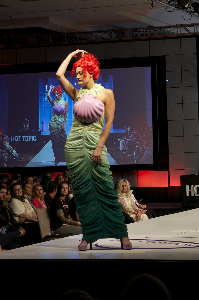 Sdcc S First Ever Fashion Show Ani Amp Izzy
