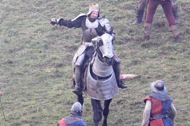 Benedict-Cumberbatch-on-the-set-of-BBC-2s-The-Hollow-Crown-The-War-of-the-Roses