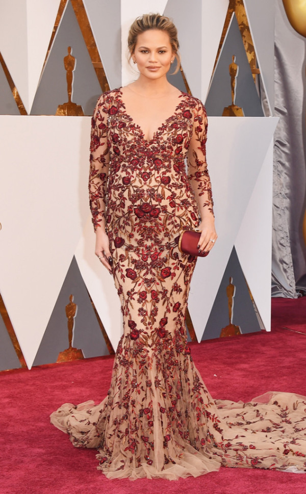 14 chrissy-teigen-in-marchesa