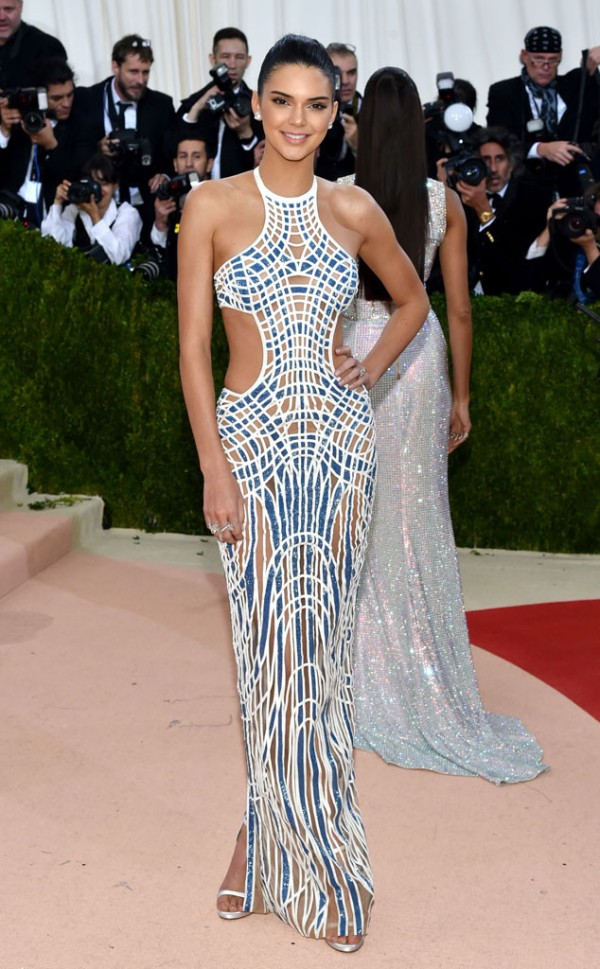 13 Kendall-Jenner In Atelier Versace