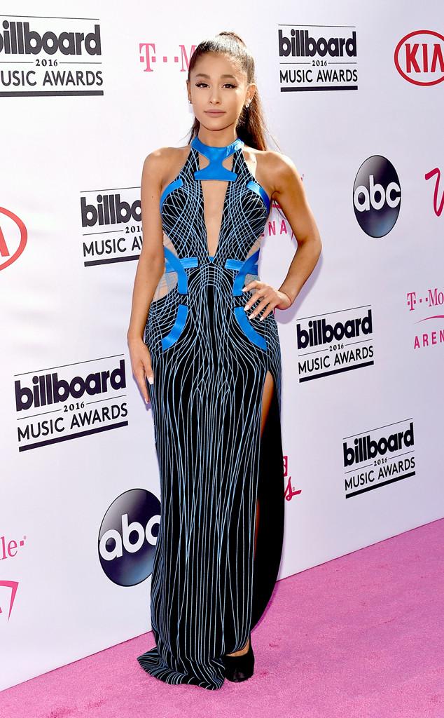 30 Ariana-Grande