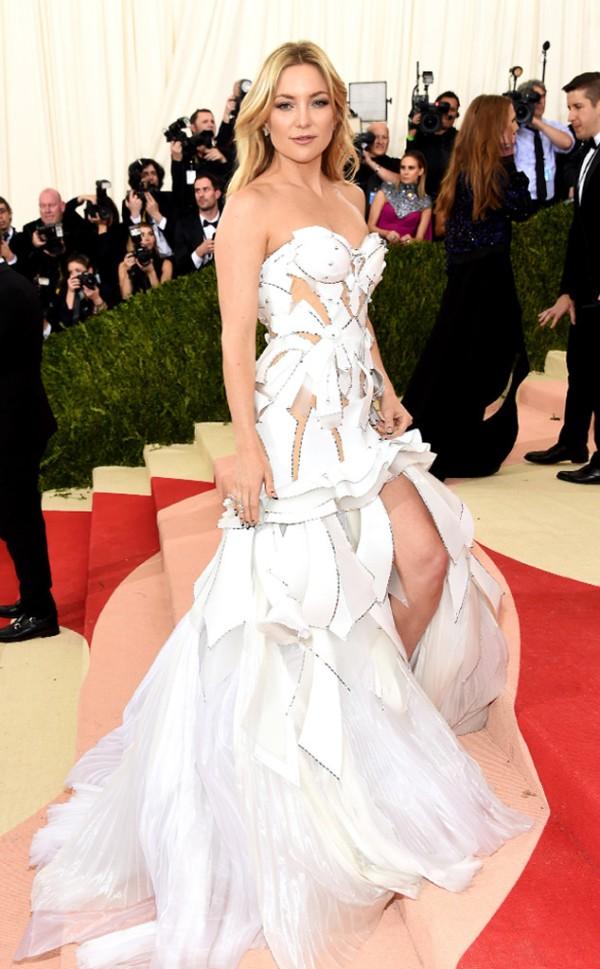 45 Kate-Hudson In Atelier Versace