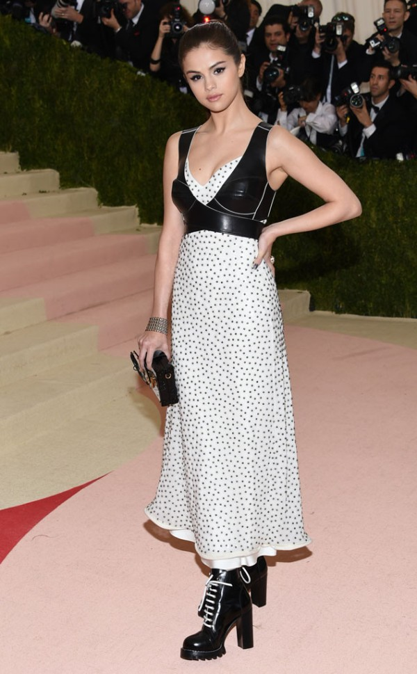 46 Selena-Gomez In Louis Vuitton