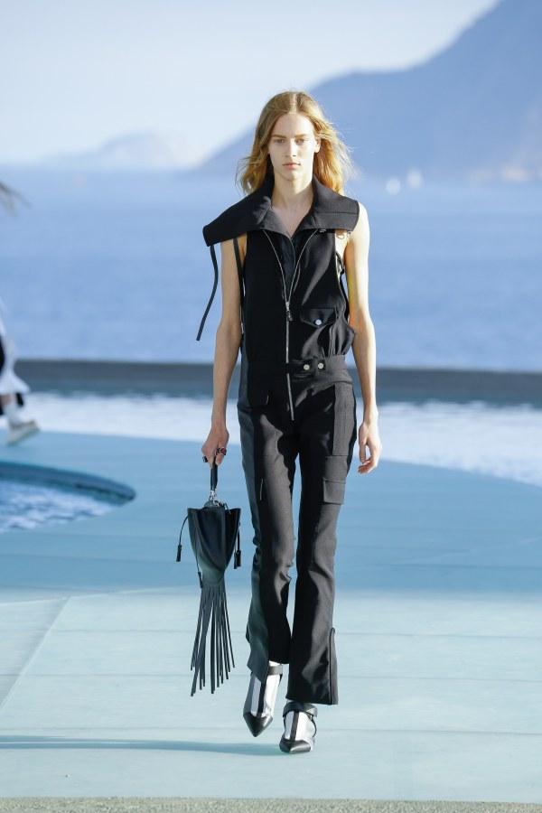 Louis Vuitton R17 06