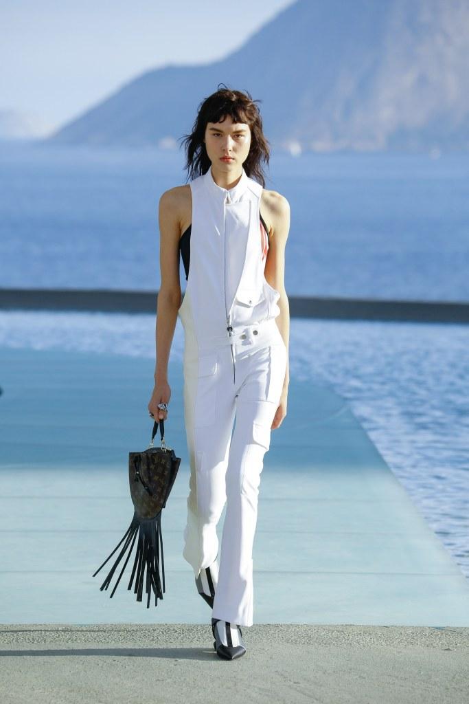 Louis Vuitton R17 09