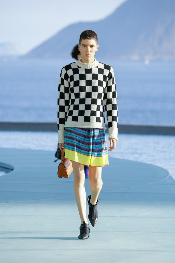 Louis Vuitton R17 18