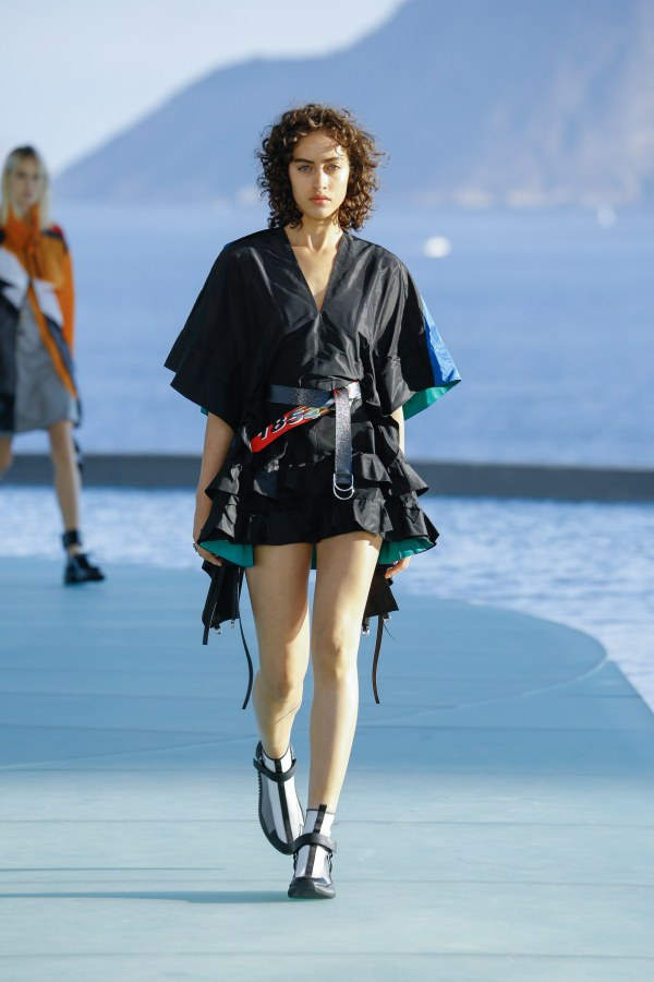 Louis Vuitton R17 22