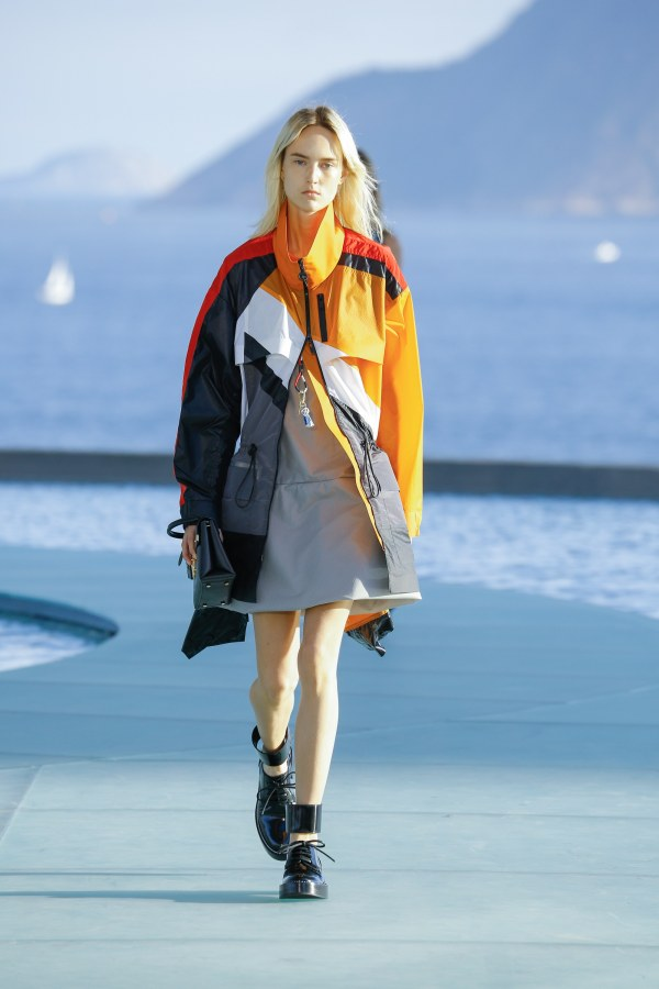 Louis Vuitton R17 23