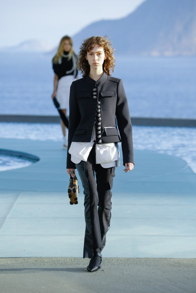 Louis Vuitton R17 27