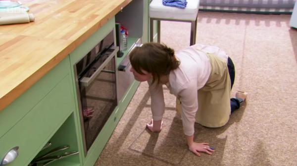 Flora oven kneeling